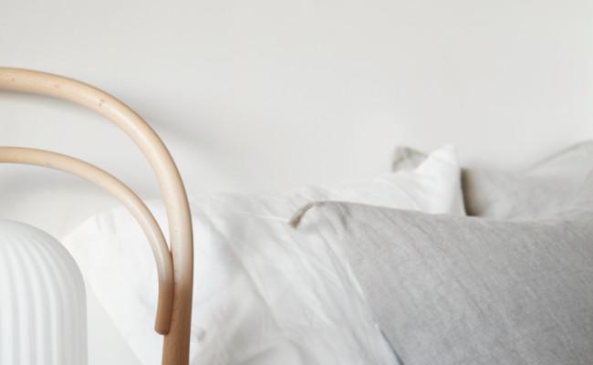 bedside-styling-neutrals-wood (1)