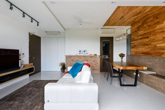 Brilliant incorporation of tiles and wood