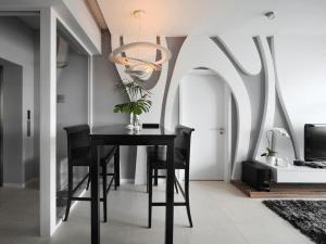 HOME RENOVATORS: MODERN DOOR DESIGNS TO IMPROVE YOUR LIFESTYLE