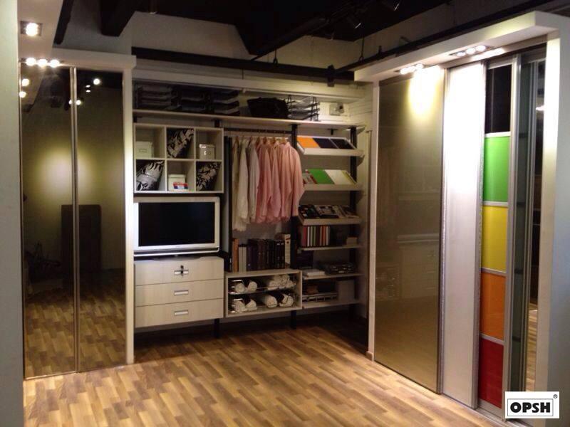Walk in wardrobe (5)