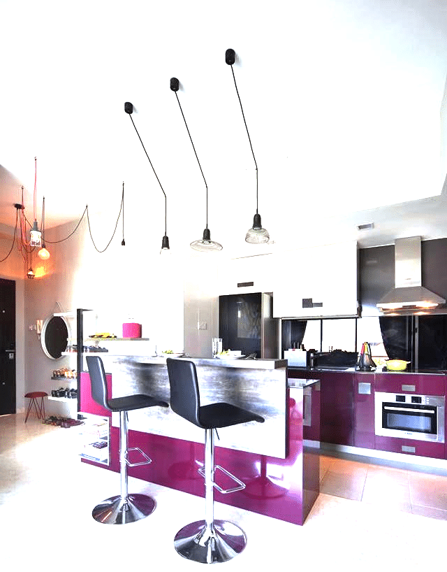 Marvelous kitchens with eye striking colors (3)