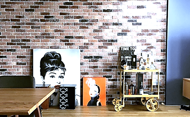 Timeless Allure of a Brick Wall for These Home Interiors (7)