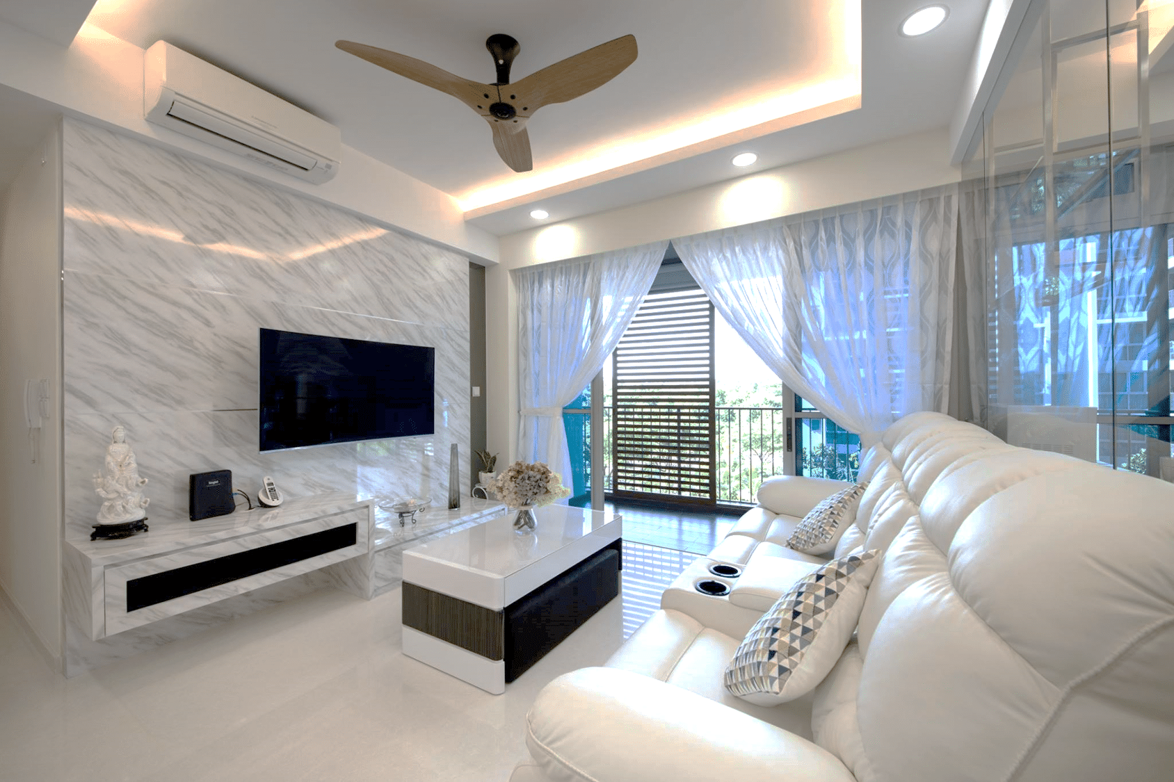 White clean and elegant modern interior design for Exquisite interior designs